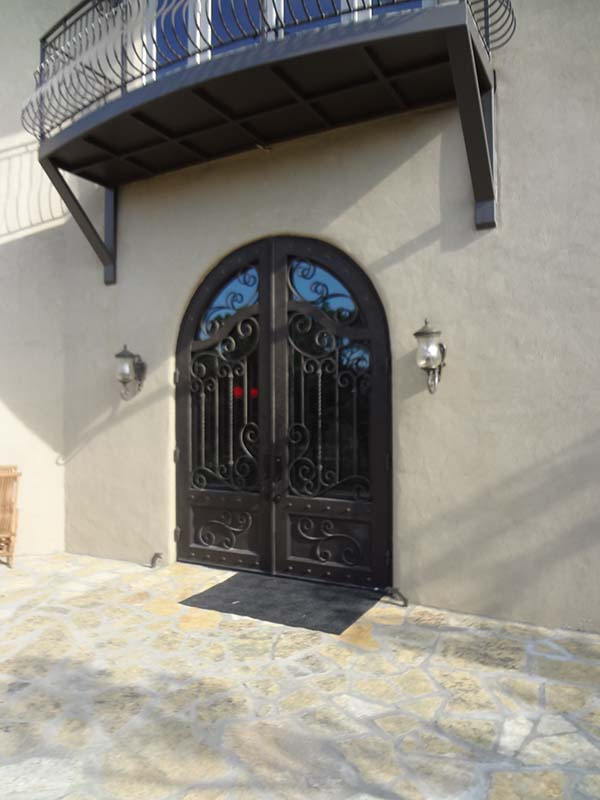 8 Things to Consider When Choosing a New Iron Door