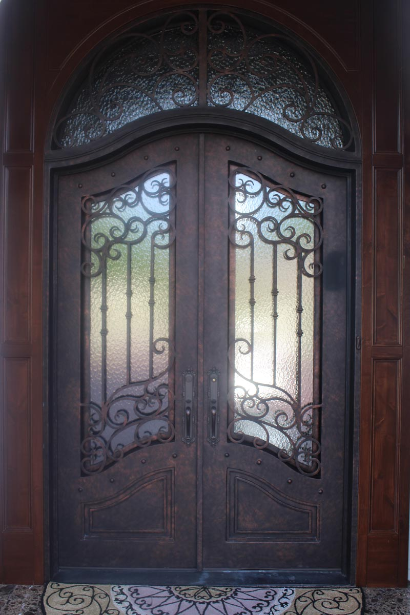 3 Tips for Maintaining the Historical Image of Your Home with a New Door