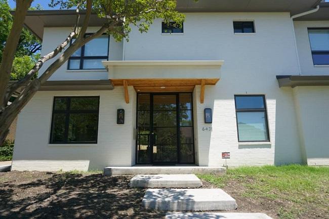 3 Ways New Iron Doors Can Modernize Historical Homes